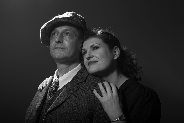 Glückliches Paar in schwarz-weiß